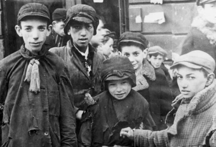 YV 1605 577 Warsaw, Poland children in ghetto